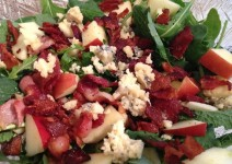 bacon blue cheese and arugula salad